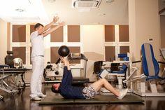 Ćwiczenia z piłką lekarską.
