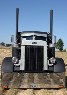Post your availability to load your truck when you are empty on www.youtruckme.com Show Trucks, Big Rig Trucks, Old Trucks, Pickup Trucks, Bagged Trucks, Custom Peterbilt, Peterbilt 359, Peterbilt Trucks, Custom Big Rigs
