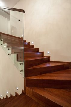 Hoy te enseñamos en Carpintería Moyano algunas de nuestras barandas y escaleras.