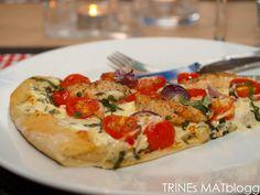 Hjemme hos oss spiser vi ofte pizza, men vi lager sjelden den samme pizzaen to ganger. Her kommer oppskrift på en «hvit» pizza med creme fraiche, chili, hvitløk og friske krydderurter, …