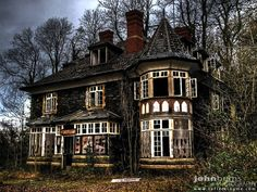 Can't believe this beautiful home is abandoned
