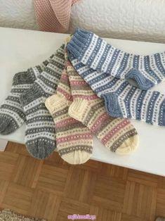 19 – Knitting patterns, knitting designs, knitting for beginners. Baby Knitting Patterns, Knitting Stitches, Knitting Designs, Knitting Projects, Diy Knitting Socks, Hand Knitting, Love Crochet, Knit Crochet, Fabric Yarn