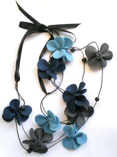 Artículos similares a Butterflies necklace in shades of blue and gray - Statement necklace - Felt long necklace - Felt jewelry en Etsy Gifts For Teens, Gifts For Wife, Girl Gifts, Stone Jewelry, Diy Jewelry, Handmade Jewelry, Felt Necklace, Diy Necklace, Diy Collier