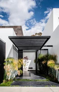 The Casa Mezquite by BAG Arquitectura in Aguascalientes, Mexico is a beautiful monochrome modern dwelling. Check it out! Minimalist House Design, Minimalist Home, Modern House Design, Modern Interior Design, Contemporary Design, Simple Interior, Contemporary Architecture, Interior Ideas, Modern Exterior