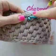 Diy Crafts - Crochet basket and wicker lessons for novices Knitted Flower Pattern, Crochet Basket Pattern, Knit Basket, Diy Crafts Knitting, Diy Crafts Crochet, Crochet Market Bag, Crochet Bags, Knitting Patterns, Crochet Patterns