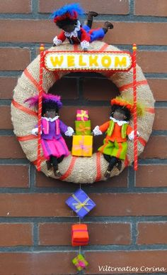 Välkommen Saint Krans - Lilly is Love Felt Dolls, Plush Dolls, Paper Dolls, Ramadan Decorations, School Decorations, Driftwood Wreath, Poinsettia Wreath, Halloween Doll, Felt Patterns