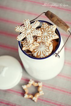 Snowflake Christmas Cookies. Festive without using food coloring!