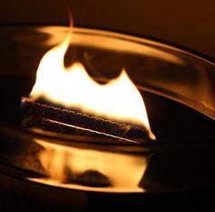 La beauté de la mèche en bois qui crépite de la gamme ELLIPSE... Un vrai petit feu de cheminée!  bonne soirée! ( @takitee) ・・・ #woodwick #woodwickcandle #meche #bois #crepitement #crackling #burn #feudecheminée #cheminee #cocooning #photography #ellipse #bougie #fragrance #parfum #addict