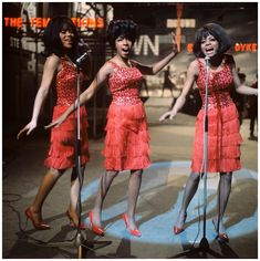 The Supremes L-R Florence Ballard, Mary Wilson and Diana Ross performing on Ready Steady Go! The Sound of Motown special at Wembley Studios in London, England on March 1965 air date April 1965 Diana Ross Supremes, The Ventures, Mary Wilson, Tamla Motown, Little Shop Of Horrors, Vintage Black Glamour, Star Wars, Soul Music, My Idol