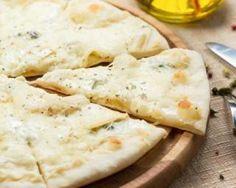 Pizza quatre fromages pour dîner entre amis : http://www.fourchette-et-bikini.fr/recettes/recettes-minceur/pizza-quatre-fromages-pour-diner-entre-amis.html