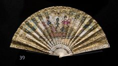 'WEAPONS OF SEDUCTION - 18th to 20th Century European Fans' The Fan Collection of the Medeiros e Almeida House-Museum Leque plissado com lantejoulas bordadas # © Hugo Amaral/Observador