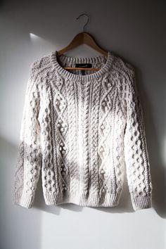 biały ciepły sweter