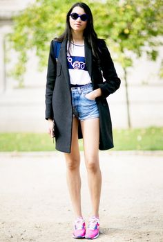 Try the long over, short under look! This little trick will make you look both taller and slimmer // #blazer #cutoffs