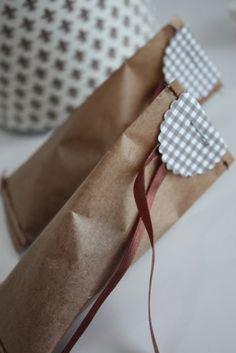 kraft et vichy pour emballer un cadeau ;))