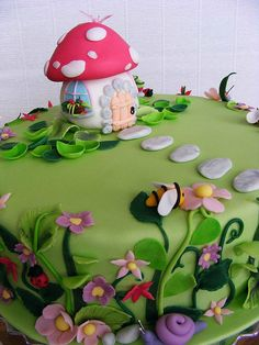 Lora's cake by bubolinkata, via Flickr