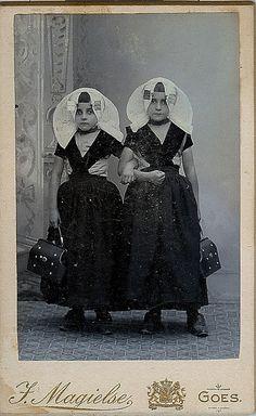 Goes, two girls. CdV photostudio J. Magielse #Zeeland #ZuidBeveland #protestant