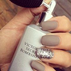 .Matte nails & glitters