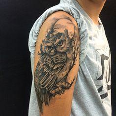 Owl Tattoo: Original Ideas for Men and Women Tattoos 3d, Owl Tattoo Drawings, Sweet Tattoos, Arrow Tattoos, Mini Tattoos, Animal Tattoos, Body Art Tattoos, Tattos, Lily Tattoo Design