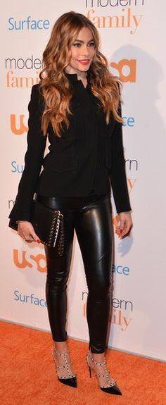 "Sofia Vergara wearing the Valentino ""Rockstud"" pumps and flap clutch FALL-WINTER 2013/2014 COLLECTIONS"