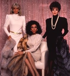 Dynasty - Linda Evans, Diahann Carroll and Joan Collins Classic couture. Joan Collins, 80s Fashion, Vintage Fashion, Fashion Looks, Disco Fashion, Fashion Trends, Hollywood Glamour, Old Hollywood, Der Denver Clan