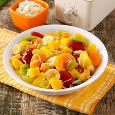 Tahitian Fruit Salad Recipe -If you're tired of the same old fruit salad, try this tropical version Fluff Desserts, Light Desserts, Jello Desserts, Cold Desserts, Health Desserts, Dessert Recipes, Dessert Salads, Fruit Salad Recipes, Jello Salads