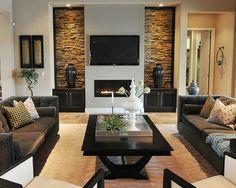 deco salon contemporain, parement mural en pierres, table en bois noir, sofas gris foncé