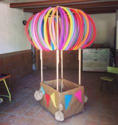SECUNDARIA. Globo aerostático elaborado por los alumnos de plástica de 3 ESO.