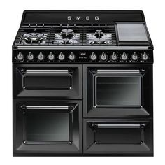 The Victoria Freestanding Cooker was designed and engineered in-house by Smeg's design team and features a seven-burner gas hob (including teppanyaki plate) above four doors which conceal two ovens, a standalone electric grill and a storage drawer. Dual Fuel Cooker, Dual Fuel Range Cookers, Laundry Appliances, Best Appliances, Gas Oven, Stove Oven, Oberhitze Grill, Kitchens, Kitchen Gadgets