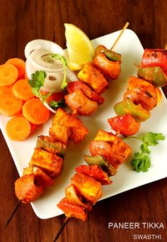 Paneer tikka recipe made in oven and stove top or gas stove. Learn to make restaurant style appetiser or starter - paneer tikka Tandoori Paneer, Tandoori Chicken, Indian Snacks, Indian Food Recipes, Ethnic Recipes, Indian Cheese, Tikka Recipe, How To Make Paneer, Paneer Tikka
