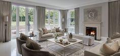 Pièces à vivre de luxe | Une pièce à vivre beige avec un coin cheminée | #pièceàvivre, #décoration, #luxe | Plus de nouveautés sur magasinsdeco.fr/