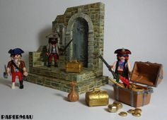 Medieval Stand Paper Model For Mini Figures - by Papermau Download Now! - == - Here is the Medieval Stand Paper Model For Mini Figures, ready for download! The model takes 5 sheets of paper and when assembled its measurements are 17 cms high, 17 cms wide and 11 cms long. If you want to build your own Medieval Stand For Mini Figures, you can download the template in PDF format easily, directly from Google Docs.
