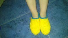 PDF ENGLISH PATTERN HERE En este post les voy a enseñar a hacer unas pantuflas sencillas para niños. Materiales: Lana gruesa en ...