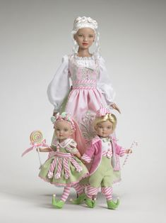 Mrs. Santa Claus and Santa's Elves Collection - Tonner Doll Company