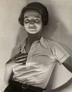 Erwin Blumenfeld Marianne Breslauer German) was photographer during the Weimar Republic. Photography Lessons, Art Photography, Fashion Photography, Man Ray, Vintage Photographs, Vintage Photos, Berlin, Salon Art, Andre Kertesz