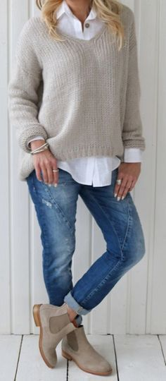 Boots Long Skirt Winter Fashion Ideas For 2019 mode rock The Fashionable baby boomer! Fashion Mode, Look Fashion, Autumn Fashion, Fashion Trends, Fashion Ideas, Trendy Fashion, Womens Fashion, Winter Fashion Boots, Fashion Over 40