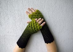 Cute arm warmers Crochet mittens Spring accessory - green black dragon egg pattern