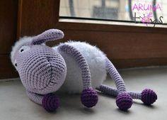 Замечательная овечка - символ 2015 года. Зовут ее Сиренька. Родилась она у рукодельницы по имени ArunaToys, она же Ольга Баль, с чьего разрешения мы и публикуем этот материал... Замеча