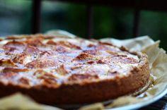Jablečný koláč s tvarohem - recept bez těsta, se sušenkovou krustou Banana Bread, Food, Essen, Meals, Yemek, Eten