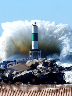 Huge Waves at Holland State Park, Michigan. I was out here in the blasting wind on the day the Edmund Fitzgerald sank. The waves were crashing even higher. Beautiful Places, Beautiful Pictures, Amazing Photos, Huge Waves, Lighthouse Pictures, Ocean Waves, State Parks, Scenery, Around The Worlds