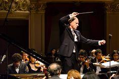 Maestro Neil Thomson e pianista Federico Colli com a OSB. Foto: Cicero Rodrigues