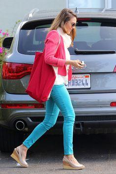 Comment porter le pantalon coloré sans faire de fashion faux pas ?