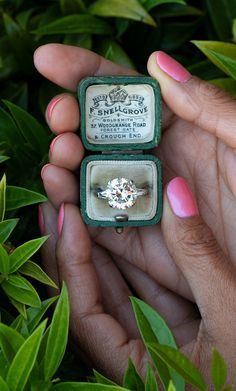 A 5 carat a day.... . Sku EJ60500 Vintage Engagement Rings, Diamond Engagement Rings, Emerald Jewelry, Dream Ring, Wedding Rings, Wedding Stuff, Round Cut Diamond, Jewelery, Heart Ring
