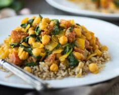 Recette de Mijoté végétarien de pois chiches, épinards et patates douces