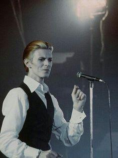 "David Bowie, ""Station To Station"", Circa 🚉 David Bowie Starman, Station To Station, Aladdin Sane, The Thin White Duke, Pretty Star, Ziggy Stardust, David Jones, Glam Rock, Playing Guitar"