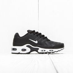 2d99fb35fe0d42 Nike Nike Air Max Plus Vt Black White 505819 003 Size 11.5  295 - Grailed