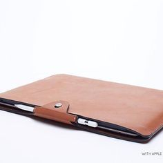 I love this leather iPad sleeve from @ansoncalder. It even includes a spot for the Apple Pencil. Check out their page to get the link to their latest @kickstarter campaign.