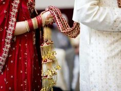 Read: भारत में शादी से जुड़ी कुछ अजब-गजब परंपरायें | Read: Some Interesting and Different wedding traditions and customs in India - Hindi Oneindia