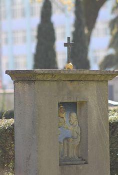 Kunstvolle Grabsteine. Impressionen vom Leonhardsfriedhof in Schwäbisch Gmünd.