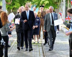 Beautiful picture of HRH #PrinceWilliam The Duke of Cambridge walking down the Submarine Museum pathway, greeted by pupils from Woodcot Primary School and Brune Park Communit #RoyalNavy #submarine #museum #Royalvisit #HMSAlliance