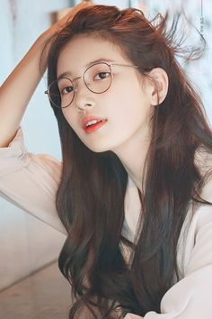 """During the show Off the Record, Suzy called her bare face """"harmful"""", but fans disagree because her natural beauty is undeniable. Bae Suzy, Korean Beauty, Asian Beauty, Miss A Suzy, Cute Korean Girl, Korean Artist, Korean Celebrities, Korean Actresses, Beautiful Asian Girls"""